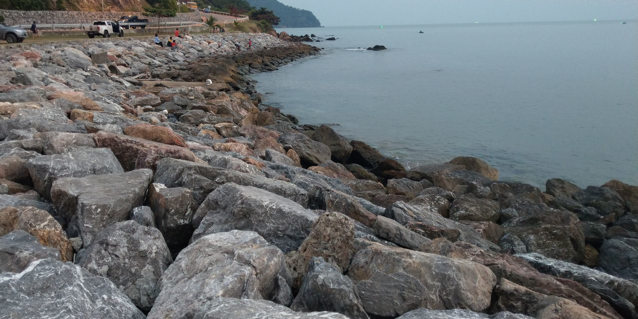 sea, water, rock - object, beach, built structure, architecture, outdoors, nature, pebble, day, building exterior, no people, scenics, groyne, horizon over water, pebble beach, sky, beauty in nature