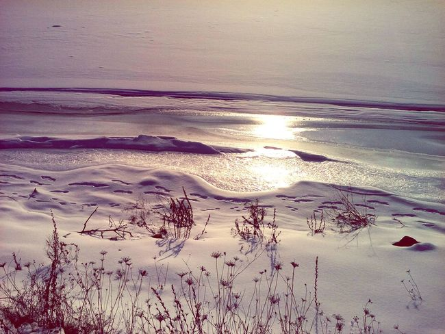 Frozen Lake Winter Winter Wonderland Sun Reflection Ice Snow Scenics Tranquil Scene Outdoors Tranquility Backgrounds Landscape No People Beauty In Nature River Bank View Footprints In The Snow
