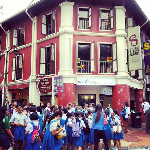 """""""School excursion in Chinatown...along South Bridge Road..."""" Wow_singapore SGmemory Singaporeafresh Streetphoto Streetphotography Streetalma Sghub Spacesintheheartlands Sgig Singapore Sginstagram Streetstylesgf Ourlifetoday Numberofcolors Numberofn Mybest_street Mybest_shot Life Jj_streetphotography Jj  Ig_singapore Ig_street Ic_thestreets Iluvsg Gf_singapore igerssingapore instasg instagram_sg instalife gf_daily"""