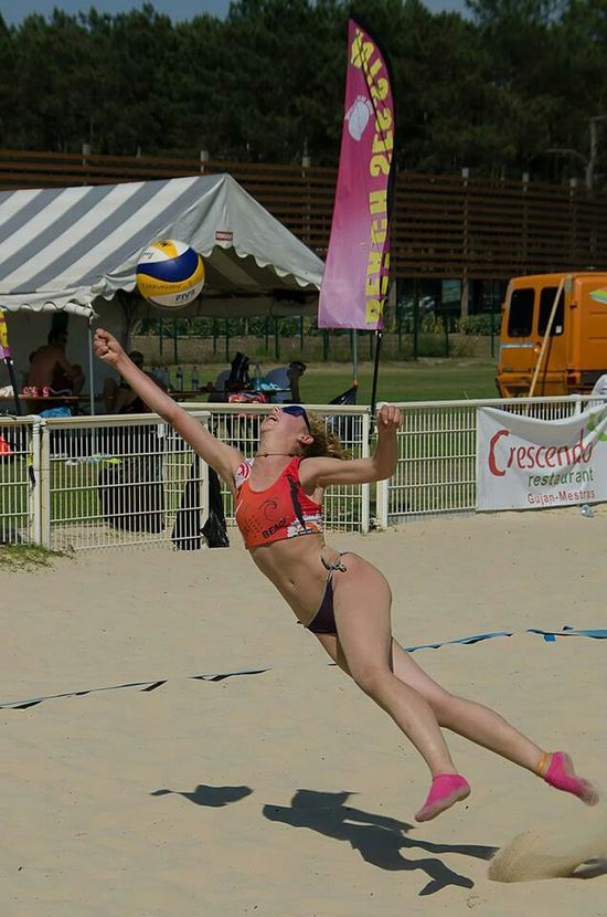 Capturing Movement Beach Volleyball Sport France Photos Around You Plage La Teste De Buch Volleyball Competition The Amazing Human Body