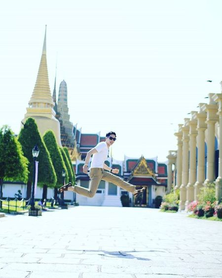 고마워요, 형. 2. Photographed by @be.picture 태국 방콕 왕궁 태국왕궁 방콕왕궁 태국가볼만한곳 방콕가볼만한곳 태국여행 방콕여행 방콕시장 여행 인물 전신 점프 DSLR 내일투어 태국관광청 타이항공 Thai Thailand Travel Bangkok 왓프라깨우 왓프라깨오 빈카메라