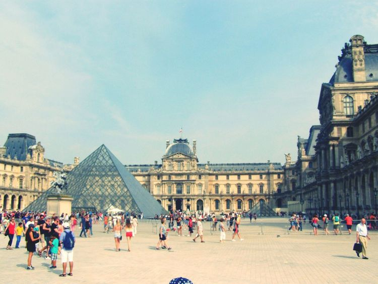 Louvre Louvre Museum Louvre Pyramid Louvre, France France 🇫🇷 France🇫🇷 Travel Travel Destinations Architecture Large Group Of People City Tourism Vacations History Tourist Building Exterior People Sky Crowd Outdoors Human Eye Day