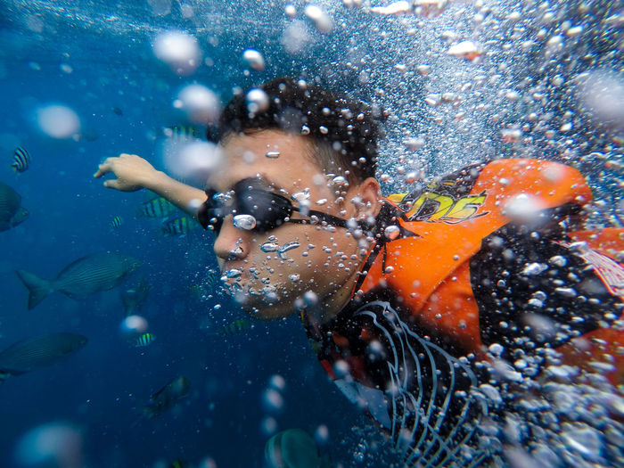 free diving EyeEmNewHere One Person Water Swimming Real People Leisure Activity Sea Lifestyles Nature Child Motion Underwater Childhood Enjoyment Day Men Fun Swimming Pool Diving Snorkeling Fist