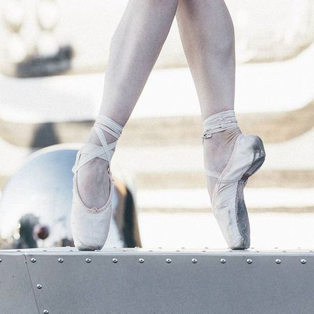 Quick raw image from todays shoot. To Dedication , may you never stop..... Pointe  PointeShoes  Ballet Ballerina Instaballet WORKHARD Strech VSCO Vscocam DFW Deepellum DownTownDallas Canon Shootcanon 70200 📷j