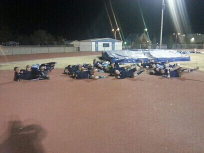 these silly girls doing horizontal running!:D #PitchPerfect #LadyHuskies