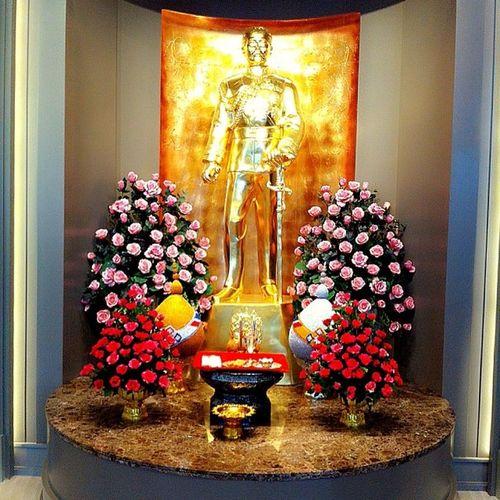 终于抵达酒店了,近入大厅看见这光,我拍下留纪念?Thailand Bangkok TheBerkeleyHotel Joyful rest