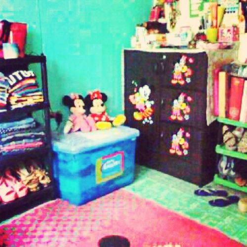 I need a big space.. or maybe a big room for my stuffs... Kwartokonapambata lol Room Mickey Minnie mouse dapat colorful para di boring buhayindependente