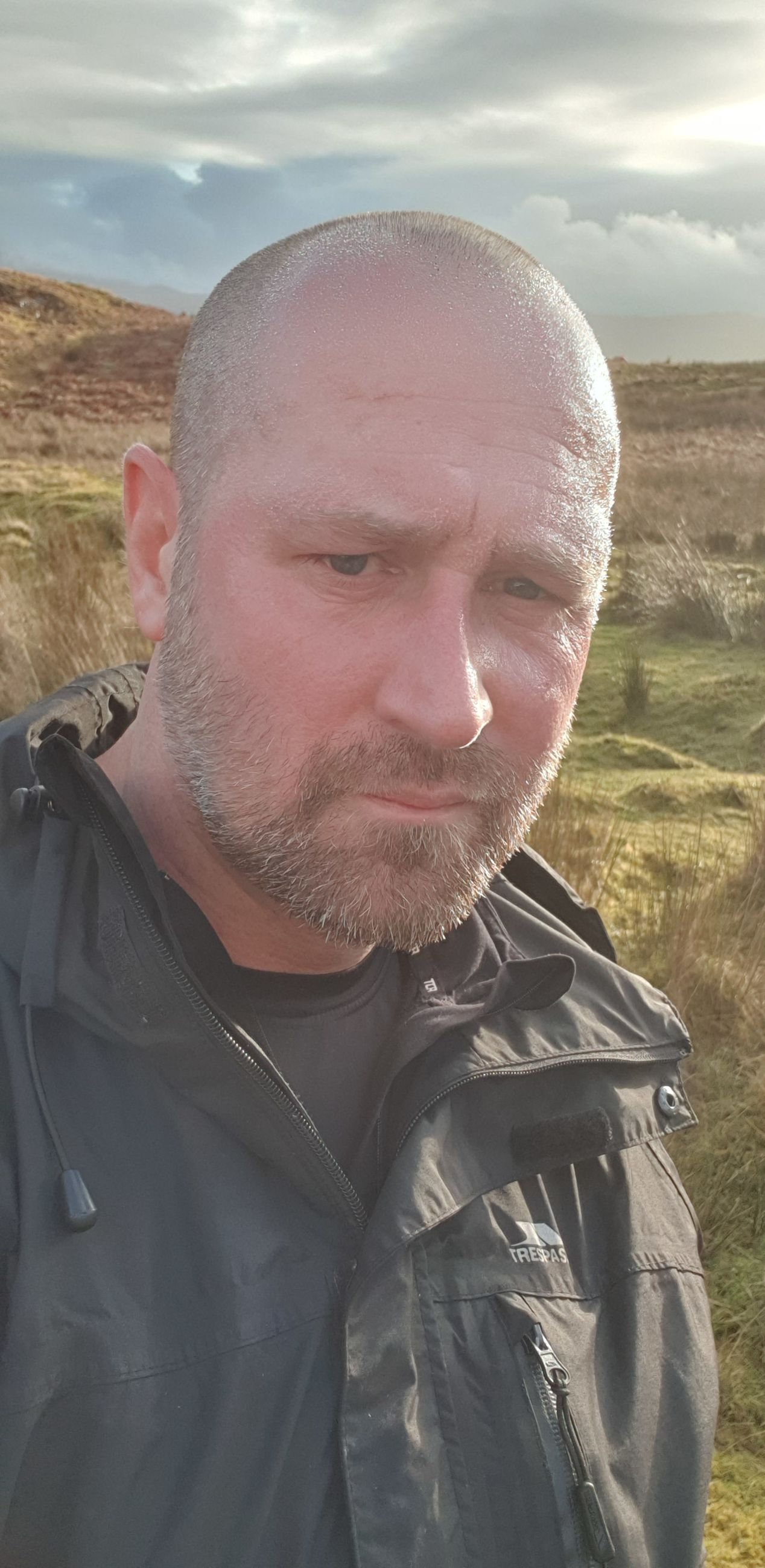 one person, men, portrait, males, beard, real people, front view, adult, mature men, leisure activity, facial hair, lifestyles, nature, mature adult, mid adult men, looking at camera, mid adult, headshot, outdoors