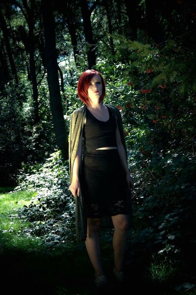 Forest Tree Young Adult Casual Clothing Shadow Sunlight Front View WoodLand Nature Beauty Young Women Modeling Red Hair Outdoors Leaves Autumn Hi! Strikeapose Redhead Woman Model