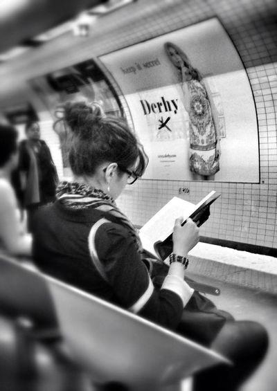 Parisian Subway Stories Petit Conseil Pour Lire Correctement:
