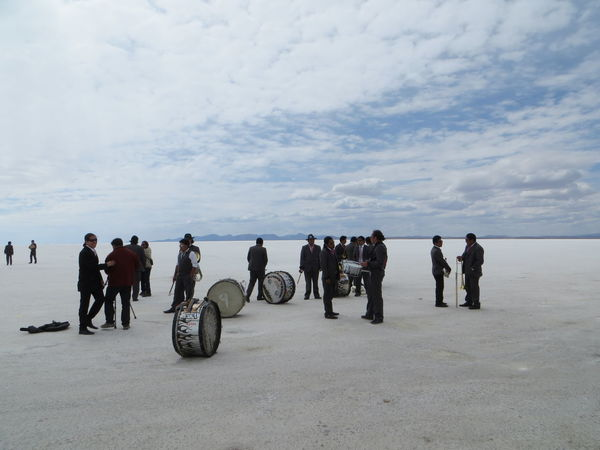 Band Bolivia Casual Clothing Cloud - Sky Day Deserts Around The World Extreme Sports Full Length Group Of People Hobbies In A Row Large Group Of People Men People And Places Person Playing Music Rear View Sky Sport Surreal TakeoverContrast The Color Of Business Togetherness Transportation Uyuni Salt Flat