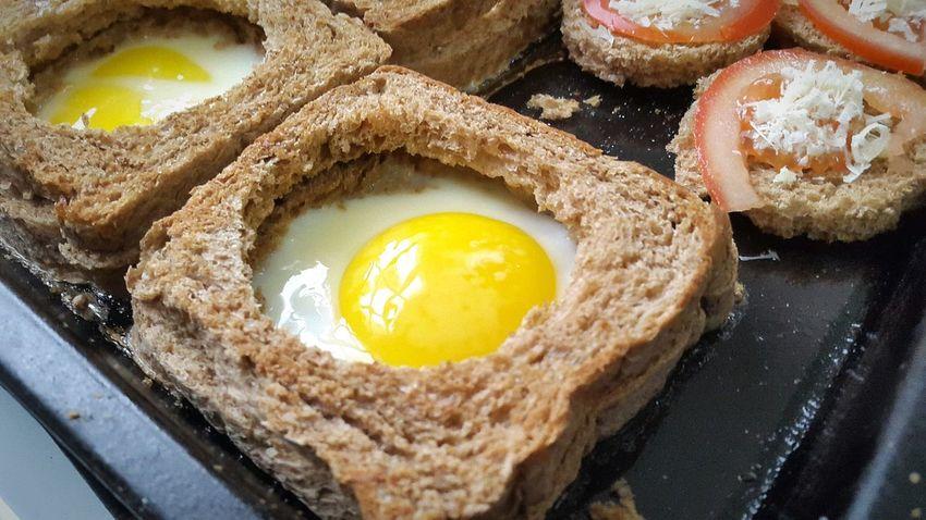 EggSandwich Egg Arts Eggporn Egg Eggs... Eggs For Breakfast Baked Eggs Foodphotography Black Bread Cereal Bread