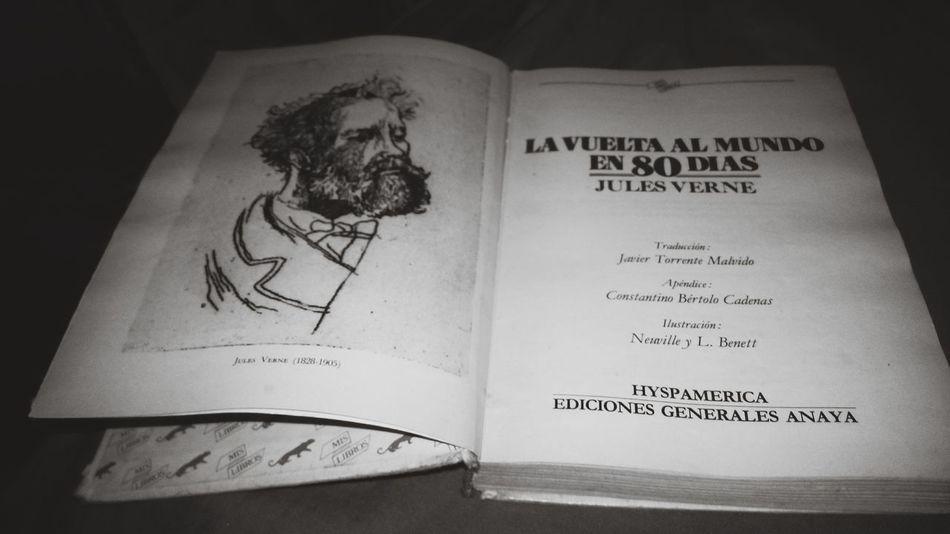 Hora de un gran clasico del mejor escritor de todos los tiempos... JulioVerne Books ♥