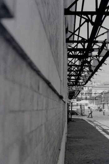 Wall Walls Lines Perspective Blackandwhite Photography Analog Photography Film Is Not Dead Film Photography Urban Space Urban Geometry Pentacon Kodak Tmax 400 Praktica No Edits No Filters Black And White Taking Photos Spaces Kodak Taking Photos