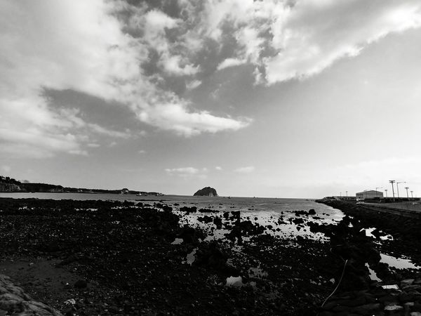 Jeju-do, South Korea Gina Ginatravels Travelessentials Travelbug Wanderlust Globetrotter Globetrotting Newdiscoveries Lifestyle Lgv30+ LGV30Plus ShotOnLGV30 LGV30photography Lifeisgood Holidays JEJU ISLAND  Jeju Jejudo B&w Mountain UnderSea Summer Lava Astronomy Rock - Object Rocky Coastline