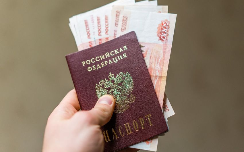 200 рублей 2000 рублей Passport Travel Bills Close-up Day Holding Human Body Part Human Hand Indoors  One Person Passport People Rouble Rubles Russian Currency Russian Passport Studio Shot Travel Vacation Visa паспорт российский паспорт