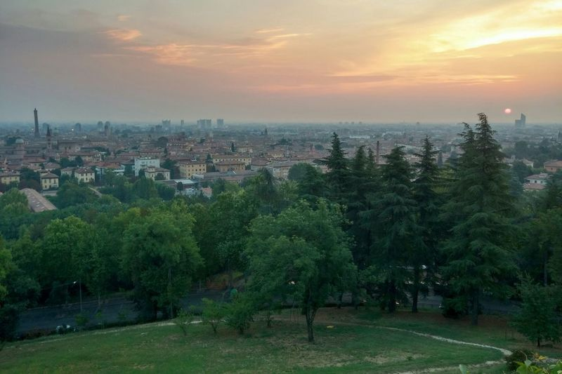 Sometimes you have to wake up early... Sometimes you enjoy it! Earlyinthemorning Sunrise Bologna Torreunipol Bolognaduetorri Cityscapes Italy