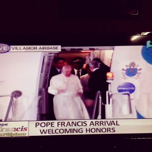 I did capture on tv when Pope Francis came out from the plane, a strong wind blew and his cap flew and fell to the airport ground. Welcome to the Philippines Pope Francis! PopeTYSM PopeFrancisPh Vatican Pastoralvisit clergy PapalVisit srilankan