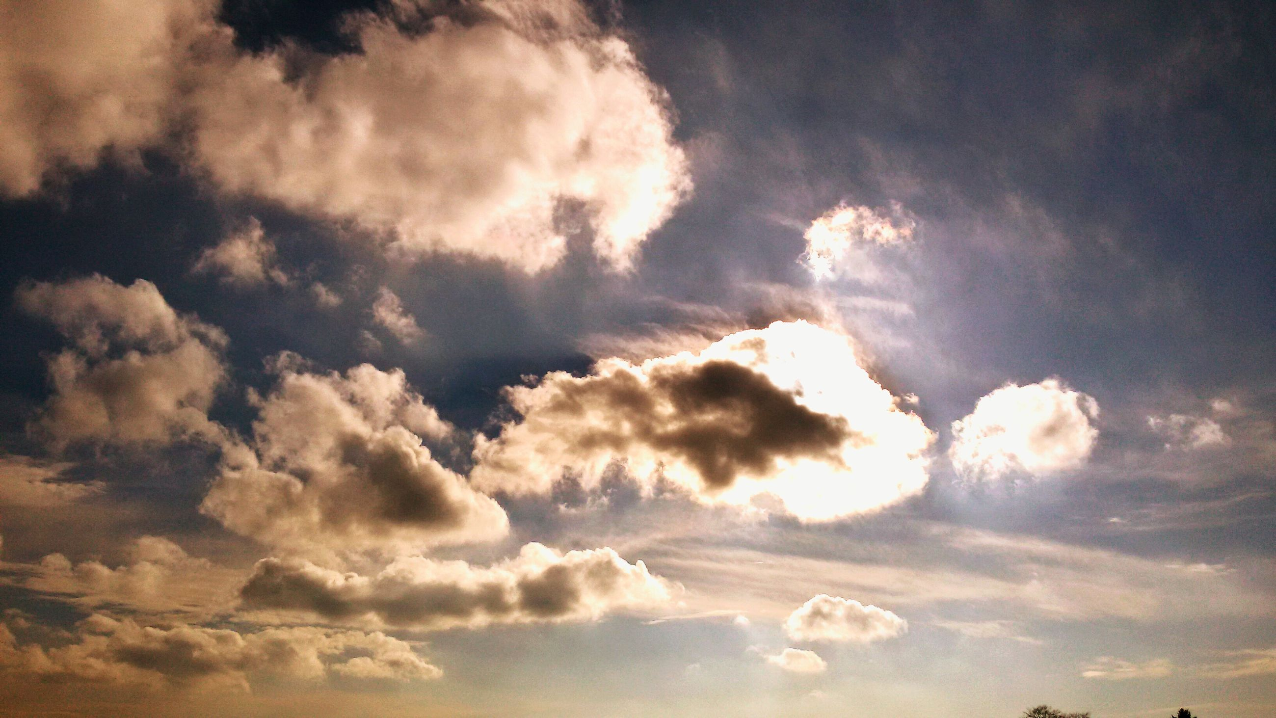 sky, cloud - sky, low angle view, sky only, beauty in nature, scenics, tranquility, cloudy, tranquil scene, cloudscape, nature, cloud, backgrounds, weather, idyllic, majestic, sunset, full frame, dramatic sky, overcast