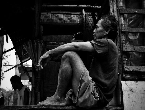 Thinking Thinking About Life Thinking Of A Master Plan Silence Speaks Silence Before The Storm Silence Is Luxurious Nothingbox Men Life Life's Simple Pleasures... Smoke Cigarette  Cigarette Time Cigarette Break Metime Metimeissoprecious Blackandwhite Black & White People Philippines EyeemPhilippines Welcome To Black