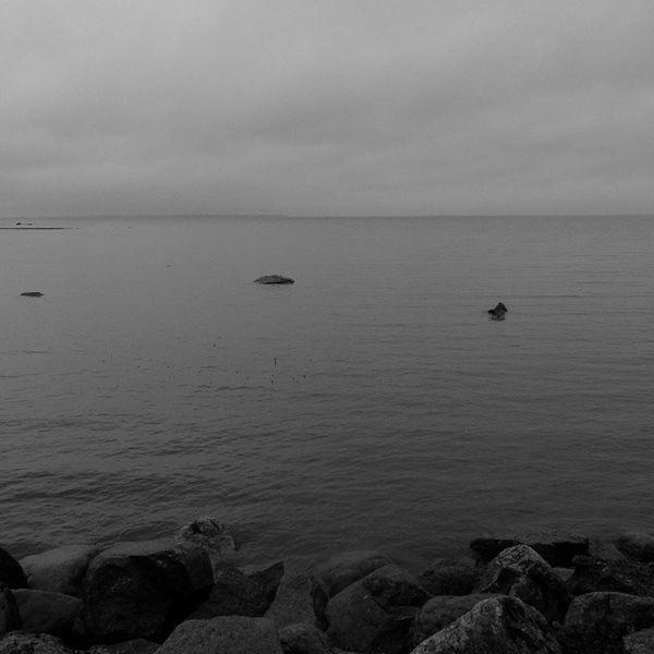графично Залив позднограм чернобелое чб горизонт валуны graphically blackandwhite bnw latergram fujifilm_xseries fujifilmx20