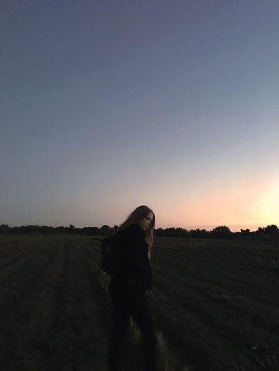 Girl Field Walking Around Standing Kanken Bag Kankenbag Evening Sky Evening Evening Sun Lastsunset Cornfields Evening Walk Lastbitofsunshine Adventure Adventures Longhair Dark Picture Aesthetic