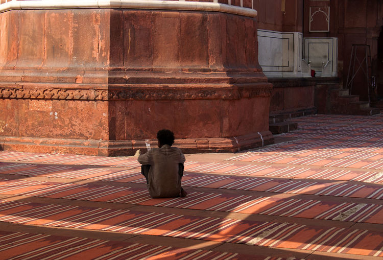 Jamid Masjid mosque Delhi Rear View Real People One Person Architecture Lifestyles Built Structure Place Of Worship Spirituality Religion Travel Destinations Delhi Mosque Jama Masjid Delhi