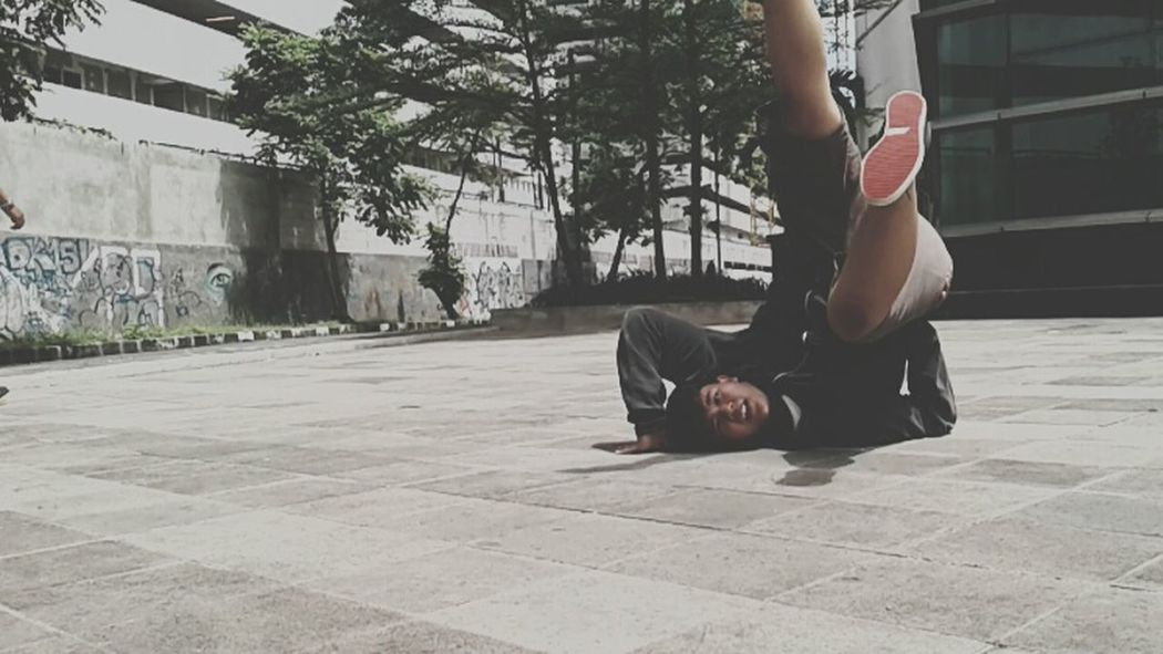 Bboy freeze Outdoors Lifestyles Exercising Flexibility Human Body Part BBOY Bboying Bboylife Bboyfreeze One Man Only Only Men One Person Adults Only Men Adult Young Adult People One Young Man Only Day City Young Women First Eyeem Photo