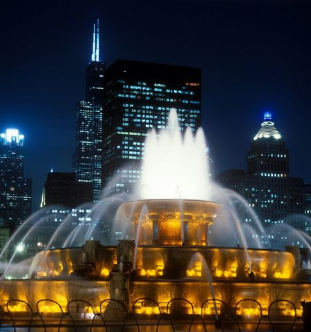 Buckingham Fountain, Chicago, Illinois, America Buckingham Fountain Buckinghamfountain Chicago Chicago Architecture Chicago Skyline City Cityscapes Cityscape City Lights Colors EyeEmBestPics Close-up Travel Destinations Destination Travel Travel Photography Traveling Scenics Scenic EyeEm Best Shots Eye4photography  Taking Photos Taking Pictures Color Colorful