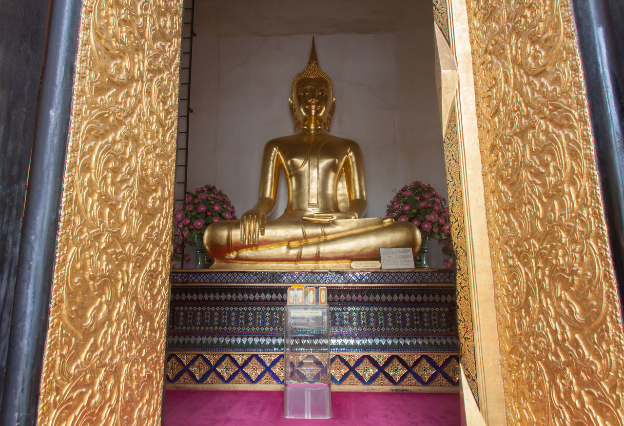 STATUE OF BUDDHA IN TEMPLE