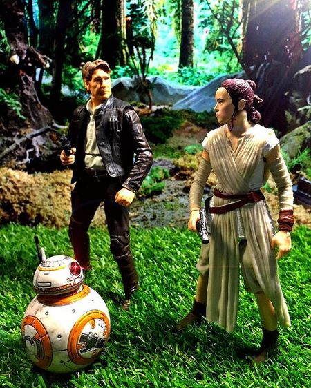 """Rey : """"I didn't know that there was this much green in the galaxy.."""" Rey Daisyridley Hansolo Harrisonford Starwarstheblackseries Starwars HasbroStarWars HasbroToyPic Starwarspics Starwarsblackseries Starwarstoys Starwarstoypix Starwarstoyfigs StarWars6inch Starwars Starwarstoypics Starwarsphotography"""