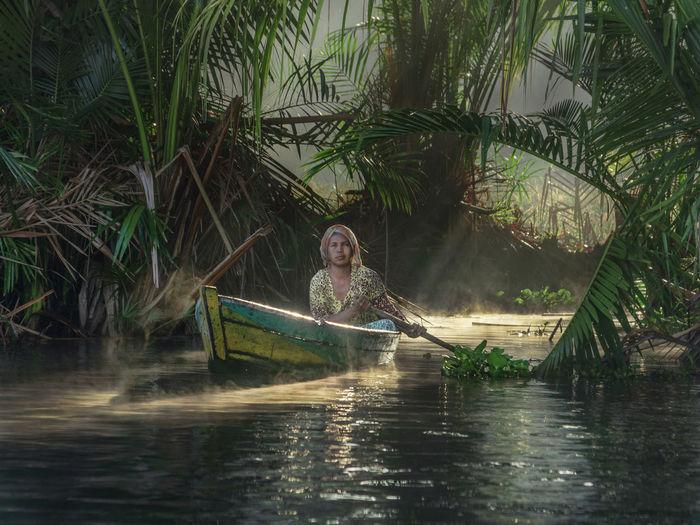menembus cahaya Lokbaintan Floating Market Lokbaintan Kalimantan INDONESIA Landscape Humaninterest Water Tree Women Blond Hair Nautical Vessel Happiness Rowboat Canoe First Eyeem Photo
