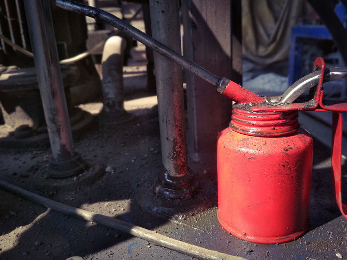 Oiling Old Grunge Oil Can Oil Container Lubrication Lubricants Oily Container Oil Pump Red Close-up Rusty