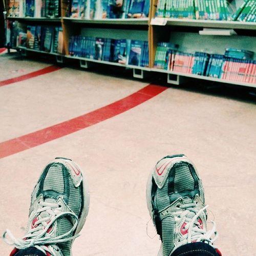 jumpa buku. jalan buku baca buku.