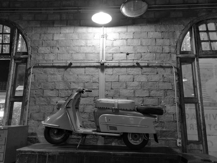Indoors  Monochrome Back And White Classic Car Vignette Antiques Huawei P9 Plus 60's Style.... 70's Style Car