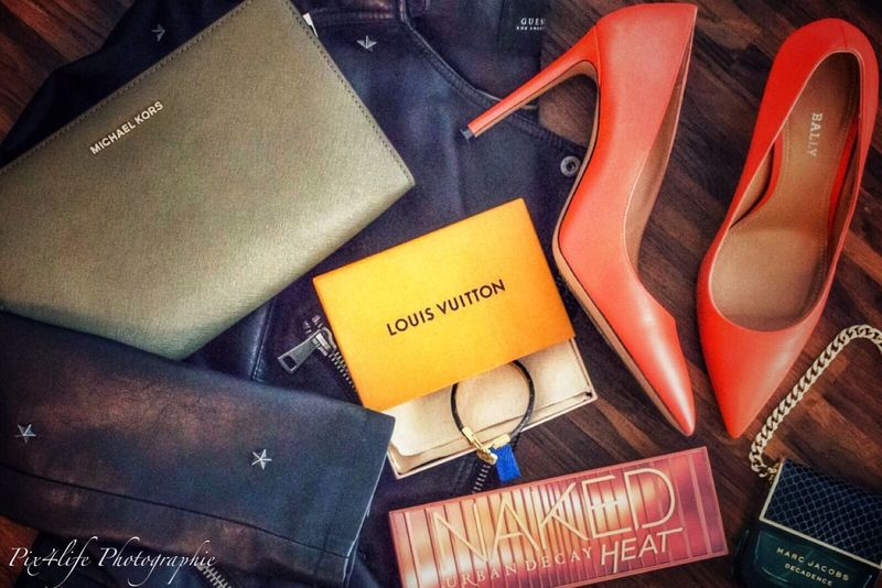 My little favorites❤️ Makeup Theme Photography Flatlayphotography Flatlay Tadaa Community Must Have Guess Jacket Urban Decay Make Up Decadence Marc Jacobs Parfum Clutchbag Michael Kors ❤ Bracelet Louis Vuitton Orange Shoes HighHeels High Angle View No People Day Close-up