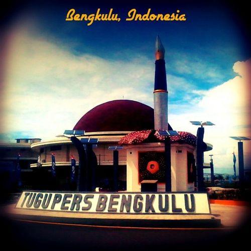 Tugu Monumen Pers Gedung building panorama landscape travelling bengkulu bencoolen indonesia instatravel instagramer