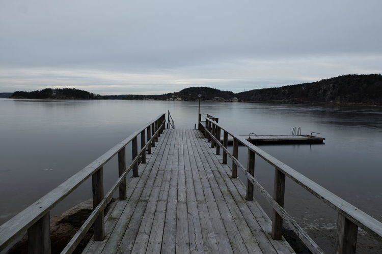 Fujifilm FUJIFILM X-T10 The Way Forward Nature Lake Tranquil Scene Beauty In Nature Water Winter Pontoon Wooden Deck Tranquility