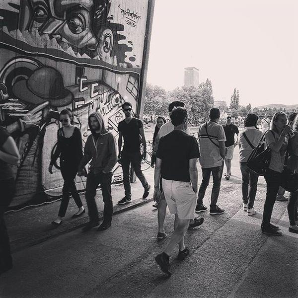 Donaukanal is full of Grafitis to explore! Vienna Austria Wien Photooftheday Photography City Grafiti Instagood Wyshphotophilie Wysh Photophilie Blackandwhite People Vienna_city 1000thingstodoinvienna RainyDay Streetphotography Streetartist