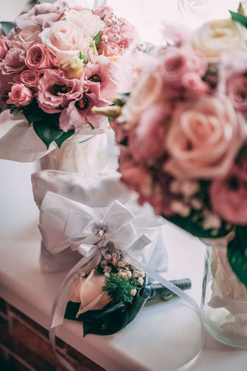 Rose bouquet on table