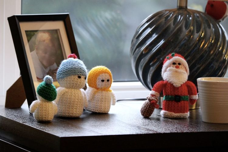 Side-table Santa and Snowmen Christmas Decor Christmas Figures Father Christmas Knitted  Santa Snowmen The Culture Of The Holidays Wool Toys Woolly Toys
