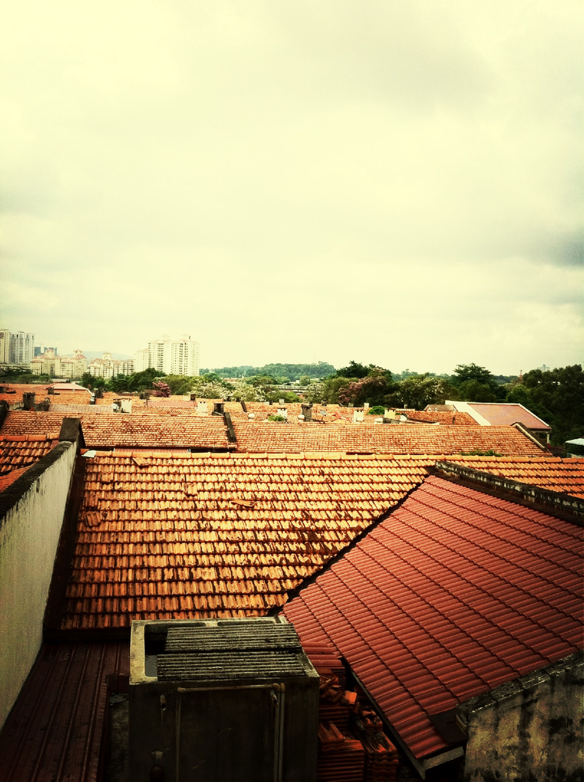 roof, built structure, building exterior, architecture, sky, house, roof tile, cloud - sky, cloud, residential structure, day, outdoors, no people, chair, residential building, town, low angle view, sunlight, rooftop, cloudy