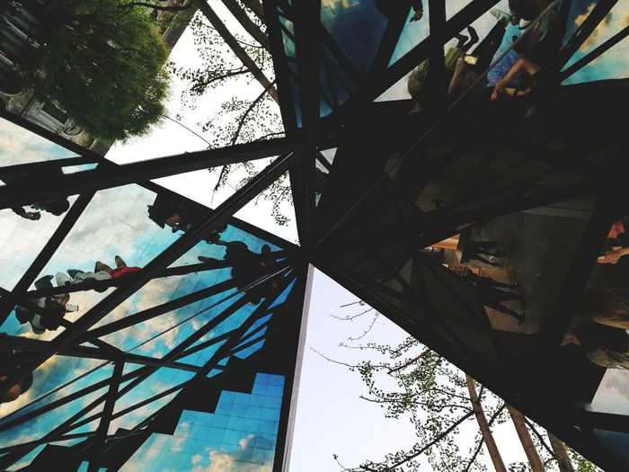 Salonedelmobile Salone Del Mobile Salonedelmobile2018 Tree Branch City Sky Close-up Architecture Built Structure Triangle Shape Shattered Glass Geometric Shape Pyramid Shape Architectural Detail Hexagon Skylight Directly Below