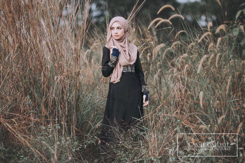 Photooftheday Photography Product Photography Only Women Wedding Malaysiamodelling Modeling Shoot Malaysianphotographer Malaysiamodelsearch Portrait Photography Hijabmodel Hijabista Hijabbeauty Hijabcouture Hijabstyle  Outdoors Hijabfashion Hijabstyle  Hijabstyle