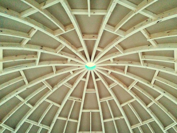 Свод каркаса купольного дома (Domed house) купол купольный дом паутина Dome Cobweb дом сфера сферический дом деревянный дом Building EyeEmNewHere сфера стратодезический купол стратодезик купольные дома купольное домостроительство свод свод купола купола The Week On EyeEm