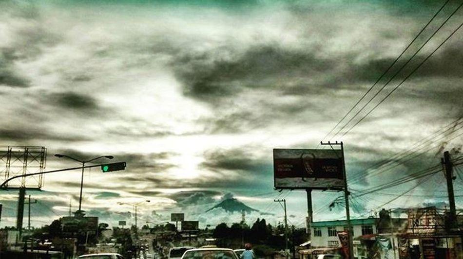 Lo encontrarás desde donde quiera que mires. Mexicocity  Volcán Volcano Naturalovers Nature Sky Mextagram Nubes Landscape Puebla