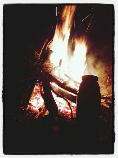 Läger eld vid Bäckgrottan
