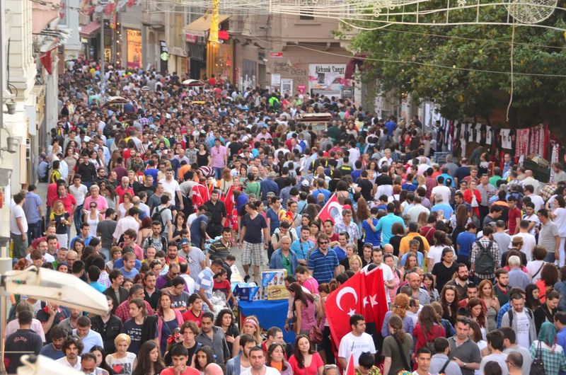Occupygezi Occupy Occupy Taksim! Taksim Istiklal Istiklalcaddesi Check This Out Crowd Crowded Crowded Street