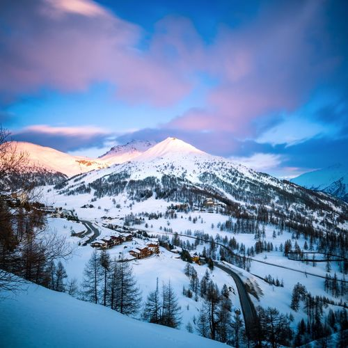 Tramonto in montagna. Cold Mountain Colour Snow ❄ Cold Days Cold Place Clouds Colors Colorful Mountain Sunset Mountain Snow Tree Cold Temperature Winter Snowcapped Mountain Mountain Peak Sky Landscape Mountain Range Deep Snow