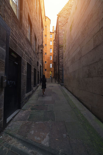 was in Edinburgh My Favorite Place Architecture Narrow Building Exterior Built Structure Residential Building Street City Alley Walking Building Tall - High Sky EyeEm Masterclass Urban Landscape Today's Hot Look Urban Geometry Architecture